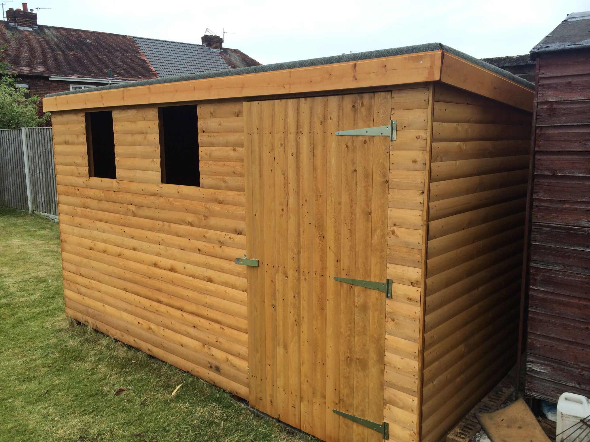 Log lap cladded Pent Shed